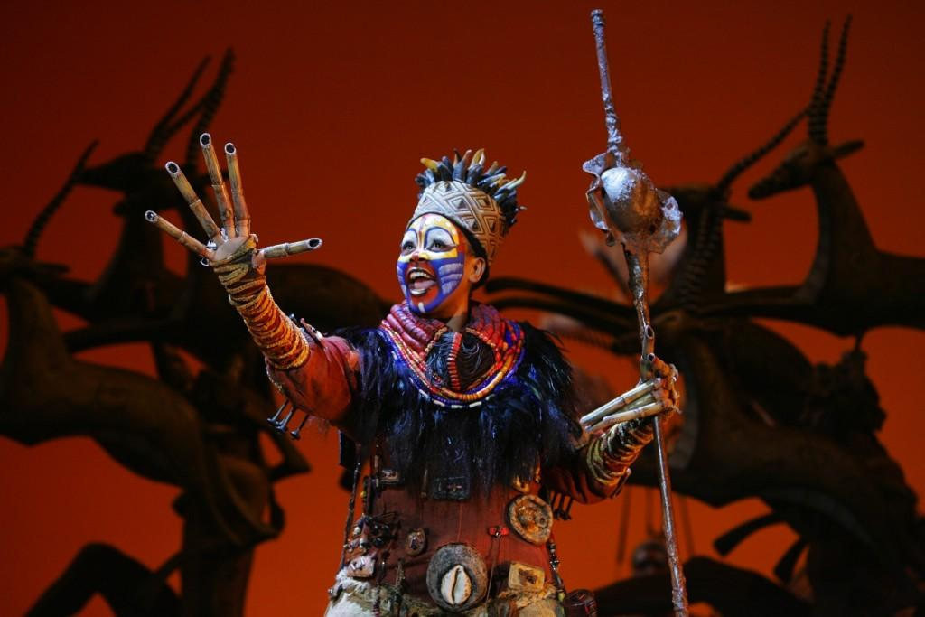 Phindile+Mkhize+%28as+Rafiki%29+performs+%22The+Circle+of+Life%2C%22+the+opening+number+of+%22The+Lion+King.%22+