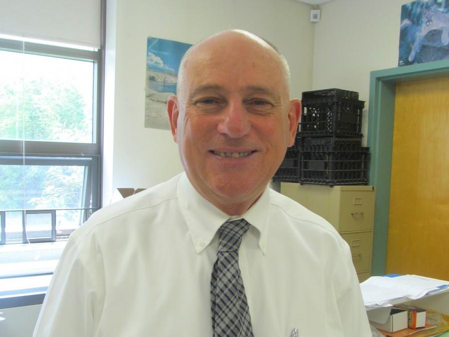 Dan+Cedrone%2C+longtime+science+teacher+at+Watertown+Middle+School%2C+is+set+to+retire+after+more+than+30+years.