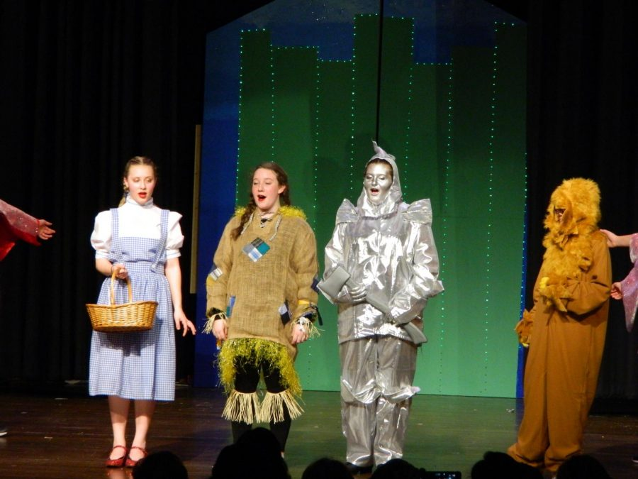Scenes+from+the+March+1%2C+2018%2C+evening+performance+of+%22The+Wizard+of+Oz%22+at+Watertown+Middle+School+--+one+of+four+performances+over+two+days+of+the+full+Broadway+musical%2C+complete+with+twisters%2C+scarecrows%2C+jitterbugs%2C+balloons+to+Kansas%2C+and+one+Great+and+Powerful+Oz.